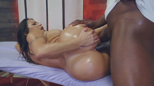 Curvy Latina Julianna Vega gets BBC after massage!