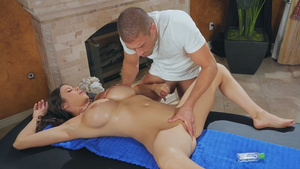 Multitasking sexy massage with gorgeous milf Alexis Fawx!